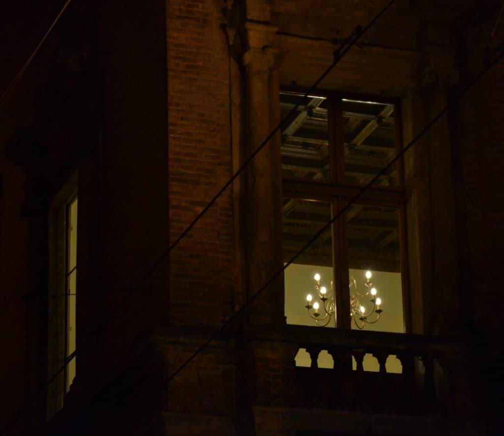 Il vero Amore è come una finestra illuminata in una notte buia. Il vero Amore è una quiete accesa