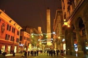 Passeggiando per il centro di Bologna il pomeriggio di Natale