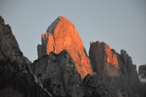 Tramonto sulle Pale di S.Martino. (Dolomiti) Tempo : 1/80 sec. Diaframma : F/5,6 Iso : 400 Distanza focale : 105 mm.