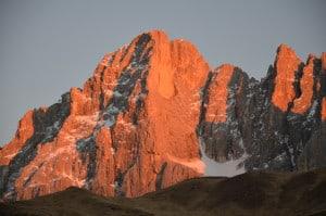 Tramonto sulle Pale di S.Martino. (Dolomiti) Tempo : 1/125 sec. Diaframma : F/5,6 Iso : 400 Distanza focale : 105 mm.