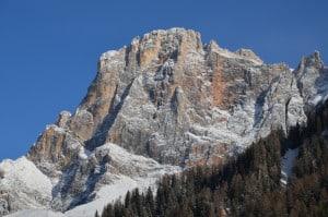 Neve sul Cimon della Pala m. 3184 s.l.m. ( Dolomiti) Tempo : 1/400 sec. Diaframma : F/10 Iso : 100 Distanza focale . 75 mm.