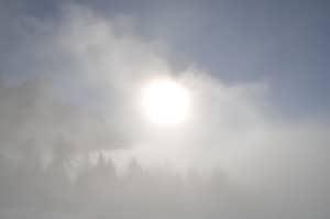 Il sole visto attraverso un banco di nuvole che si sta sollevando velocemente Tempo : 1/640 sec Diaframma : F/13 Iso : 100 Distanza focale  : 18 mm.