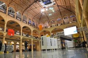 Sala borsa a Bologna, biblioteca e spazio multimediale. Tempo : 1/30 sec. Diaframma : F/3,5 Iso : 1100 Distanza focale . 18 mm.