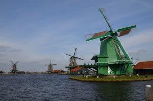 Mulini a vento nelle campagne nei pressi di Amsterdam