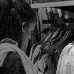 ALESSANDRA – COMMESSA Ha un diploma di Tecnico dell'abbigliamento e moda. Vorrebbe solo poter dire, un giorno, di essere stata felice nella vita.