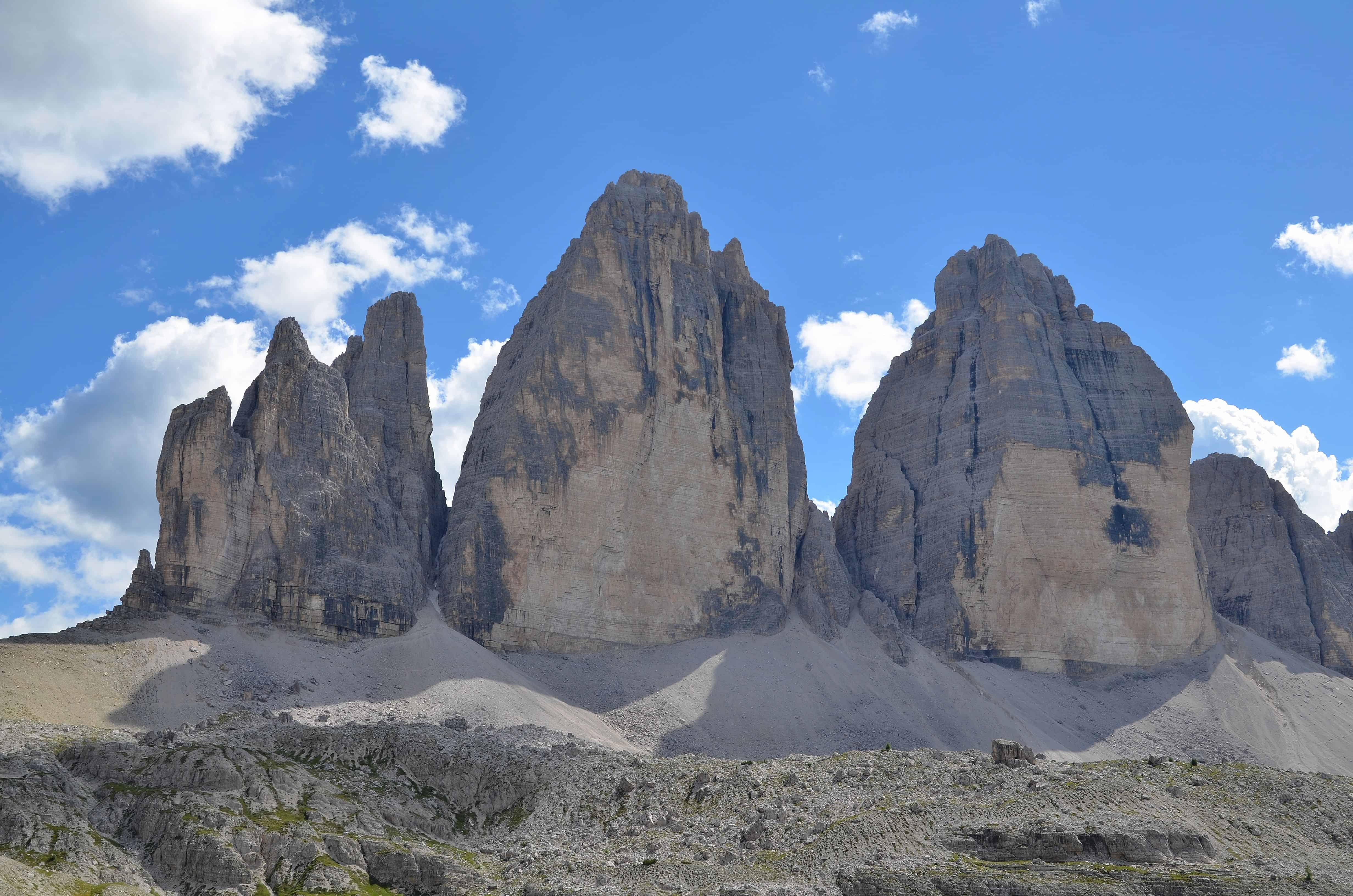 Le tre cime di Lavaredo. Tempo : 1/250 sec. Diaframma : F/8 Iso : 100 Distanza focale : 26  mm.