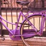 Il colore viola è ciò che nasce dall'unione del rosso e del blu, rosso che simboleggia energia e forza, e blu che simboleggia calma e malinconia. Il viola è il colore della sintesi, derivando da due colori così differenti.